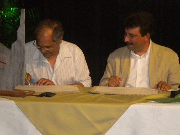 Saint-Joseph-Signature-de-la-charte-Commune-Bilingue-3