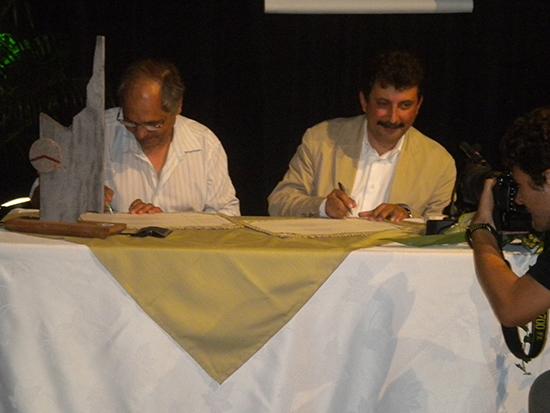 Saint-Joseph-Signature-de-la-charte-Commune-Bilingue-1