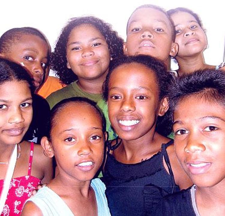lofis-la-lang-reunion-974-accueil-billingue-lekol-kreol-enfants